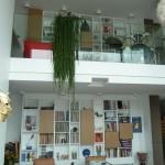 Bibliothèque sur deux niveaux